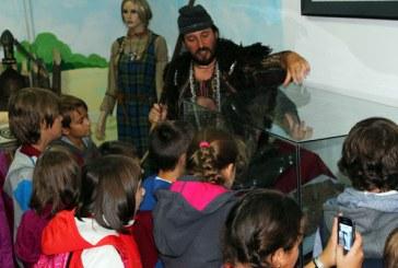 """Muzeul Judetean de Istorie: Programul de educatie muzeala """"Muzeul Viu"""" continua si in anul 2016"""