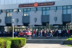 Sportivii de performanță se pregătesc în frig la Complexul Sportiv Lascăr Pană
