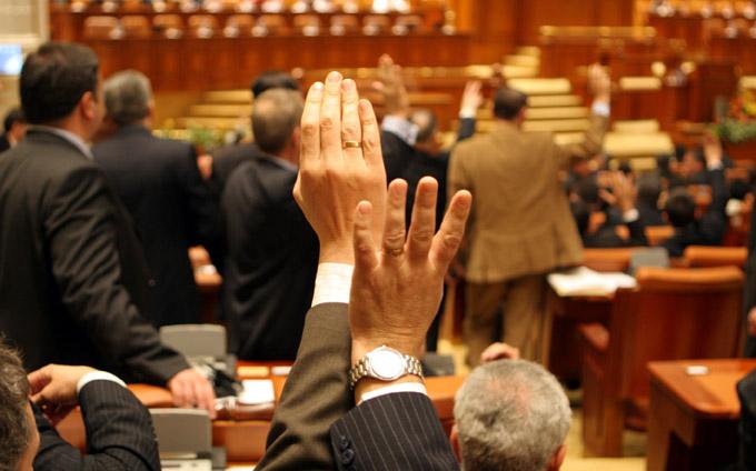 Cat au muncit deputatii in plenurile sesiunii de toamna?