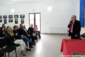 """La Cernesti a avut loc vernisajul expozitiei de fotografie """"Salonul de primavara"""" (FOTO)"""