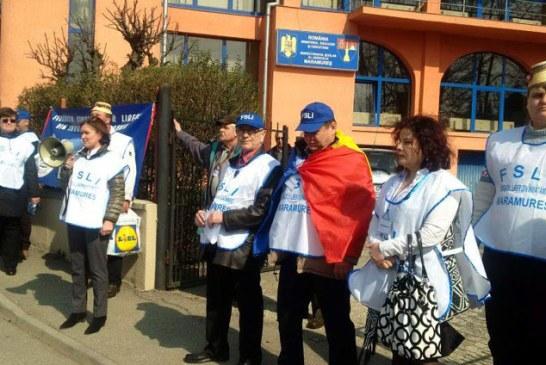 UPDATE: Sindicalistii din invatamant au pichetat sediul ISJ Maramures (FOTO)