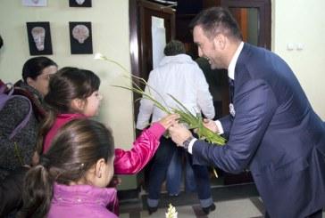 Spectacol pentru mamele speciale din Baia Mare si copiii lor minunati, proiect promovat de liderul liberal Cristian Niculescu Tagarlas (FOTO)