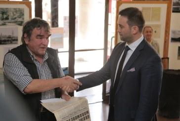 Gest simbolic de Ziua presei libere din Nord-Vestul tarii facut de avocatul Cristian Niculescu Tagarlas (FOTO)