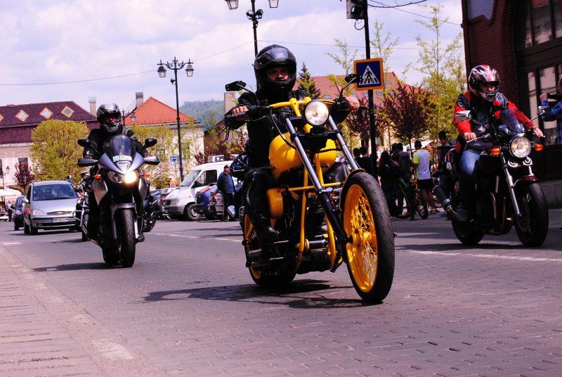 Motociclisti pentru inocenta. Copiii din Baia Mare vor sarbatori 1 iunie pe motoare