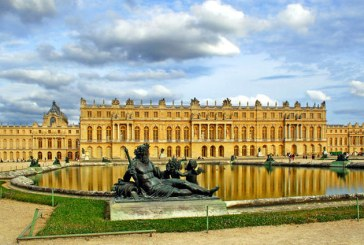 Trei cladiri ale palatului Versailles vor fi transformate in hotel de lux