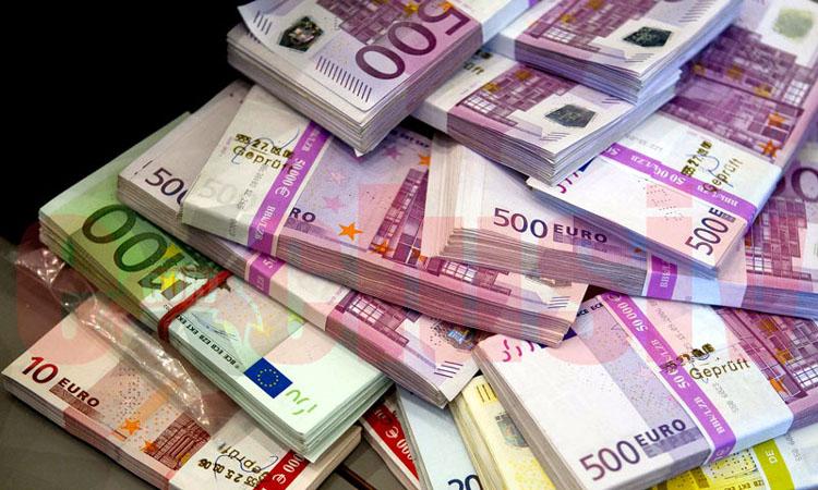 A patra sedintacu euro langa 4,67 lei