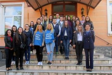 Elevi din Baia Mare, politisti pentru o zi (FOTO)