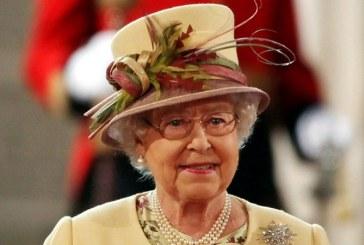 Regina Elisabeta a II-a, cat pe ce sa fie impuscata de… unul dintre militarii din Garda de la Buckingham