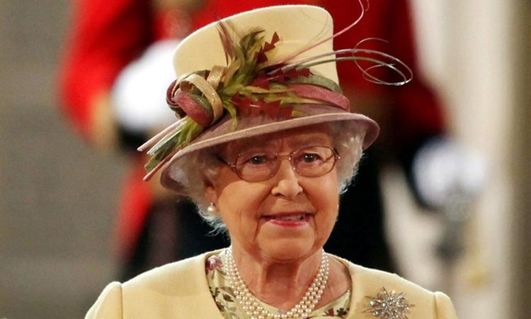 regina-elisabeta-a-II-a
