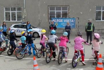 """Scoala Altfel"" la IPJ Maramures: Concurs de biciclete, lectia de criminalistica, Job Shadow Day"