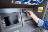Ponderea persoanelor care retrag numerar de la bancomat s-a redus cu 30 de puncte procentuale faţă de acum cinci ani