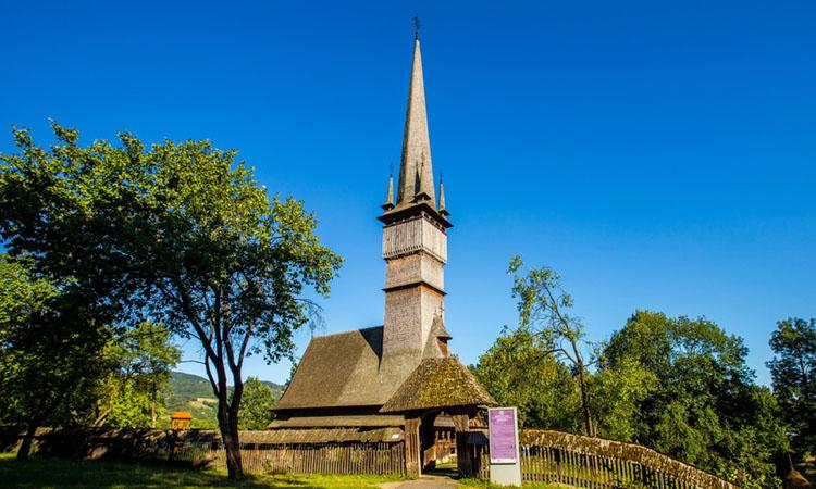 biserica lemn surdesti