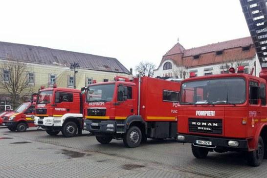 Pompierii maramureseni isi prezinta tehnica de interventie cu ocazia Zilei Pompierilor