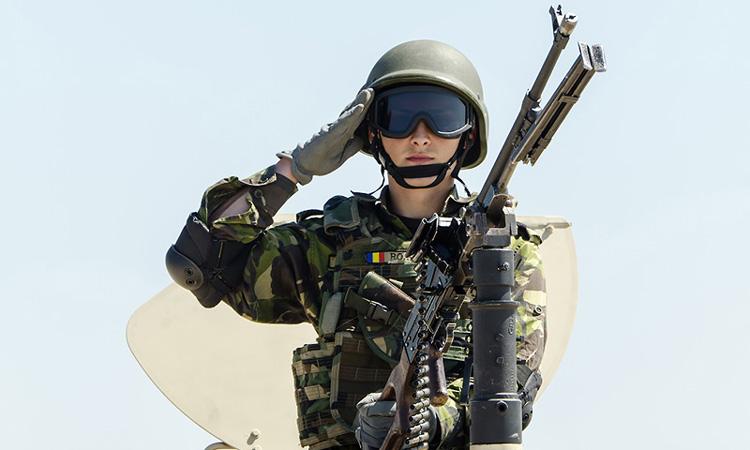 militar-salut-onor-armata-tanc