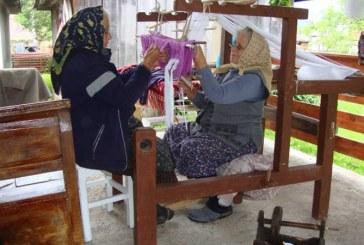 Razboi de tesut traditional, reinstalat la Cernesti