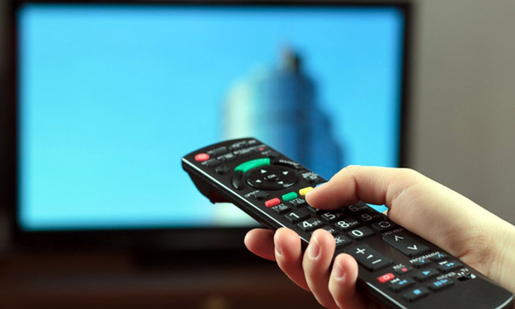 Studiu: Principalele surse de informare pentru romani: televiziunea, retelele de socializare si site-urile de stiri