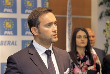 Stefan Lupsa ii acuza pe consilierii liberali ca cersesc scaderea pretului la apa