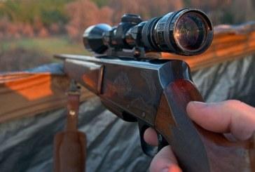 Doi barbati din Borsa, prinsi cu o arma de vanatoare.