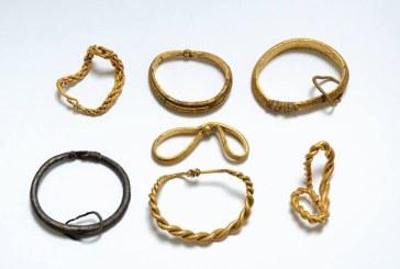 Cea mai mare colectie de obiecte de aur din epoca vikingilor, descoperita in Danemarca
