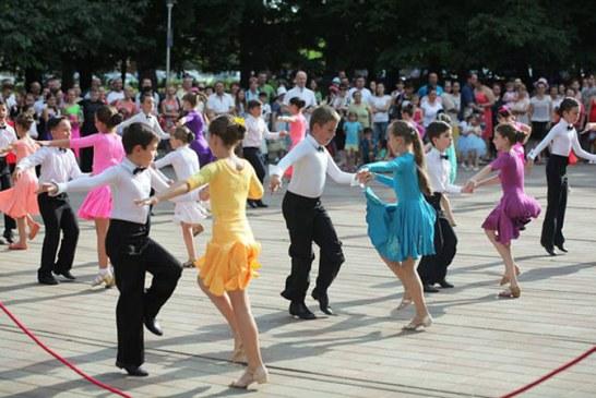 """Prodance 2000 a adus ritmurile Latino in Parcul """"Regina Maria"""" (FOTO)"""