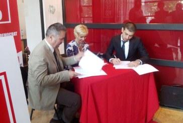 """Gabriel Zetea: """"PSD si UDMR au semnat protocolul de colaborare in interesul judetului Maramures"""" (FOTO)"""