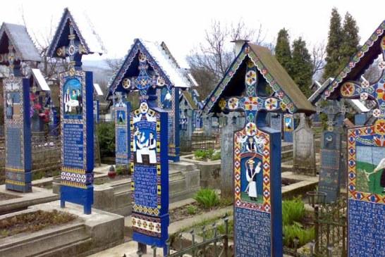 Maramures: Cimitirul Vesel, Mocanita si bisericile din lemn, cele mai cautate obiective turistice in aceasta vara