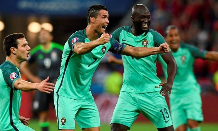 Cristiano-Ronaldo-califica-Portugalia-in-finala-EURO-2016