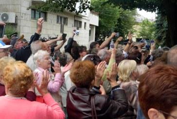 Catalin Chereches a depus juramantul. Presa, luata in colimator de multime (VIDEO&FOTO)