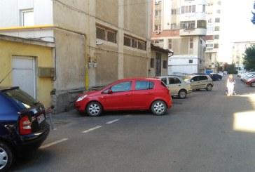 REALITATE – Băimărenii, obligați să încalce legea din cauza lipsei locurilor de parcare