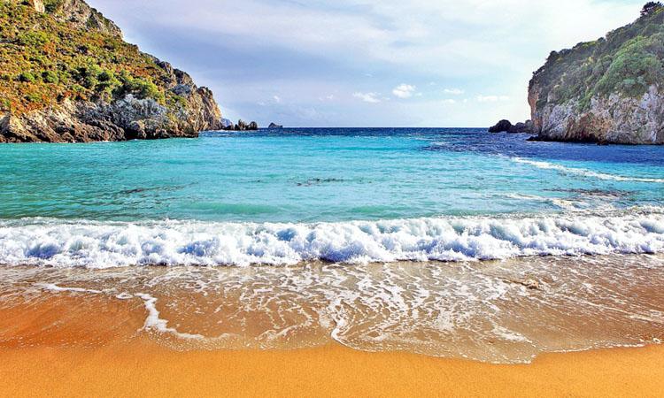 Trei din cinci turisti romani aleg insulele grecesti