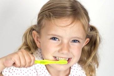 Baia Mare: Un grup de stomatologi incearca sa inlocuiasca lipsa cabinetelor dentare scolare