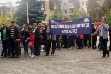Sindicalistii din Baia Mare prostesteaza in fata Prefecturii pentru drepturi salariale