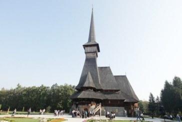 Batalia inaltimilor la Sapanta: Crucile bisericilor de lemn si zid, ridicate la inaltimi ametitoare