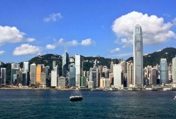 """China califică drept """"barbare"""" sancţiunile americane împotriva Hong Kongului"""