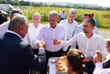"""Liviu Dragnea prezent la regalul folcloric oferit la """"Targul Cepelor"""" din Asuaj (FOTO)"""