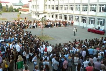 Baia Mare – Un nou an: Elevii s-au intors la scoala (FOTO)