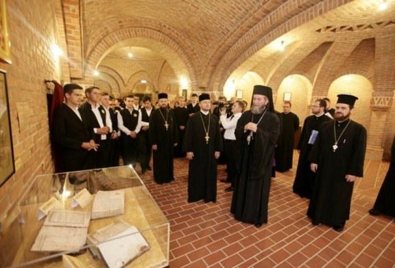 Antimis semnat de Sfantul Antim Ivireanul, expus in Muzeul Episcopiei Maramuresului si Satmarului