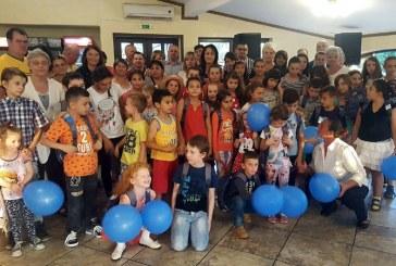 """30 de copii au primit """"un ghiozdan pentru o poezie"""" din partea Organizatiei PNL Sighetu Marmatiei (FOTO)"""