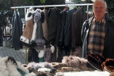 Oferta diversificata la haine de piele si blana, la Sarbatoarea Castanelor