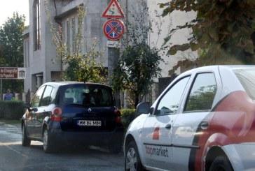 De la cititori: Indicatoarele rutiere, sfidate de unii soferi in cele mai importante locatii din Baia Mare (FOTO)