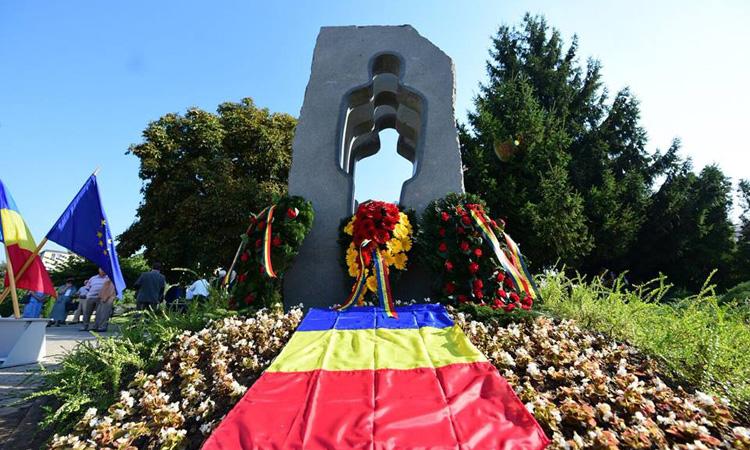 """Gabriel Zetea: """"Monumentul ridicat in memoria fostilor detinuti politici va aminti tuturor despre ororile trecutului"""" (FOTO)"""