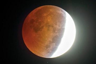 Eclipsa de Luna cu cea mai lunga durata din secolul XXI va avea loc la 27 iulie