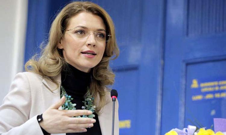 Alina Gorghiu: Il astept pe Dacian Ciolos in interiorul PNL