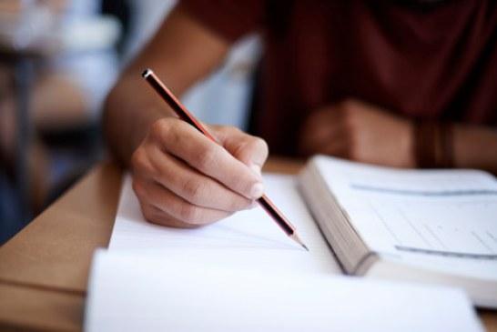 MEN: 154.956 de absolventi ai clasei a VIII-a s-au inscris la Evaluarea Nationala; examenul incepe marti
