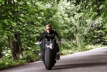 Motorrad, motocicleta electrica de la BMW, este capabila sa se mentina singura in echilibru