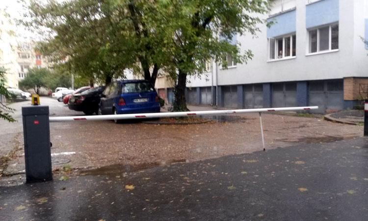Vocea Baimareanului: Ce a patit o mamica dupa ce a parcat in spatele unui imobil
