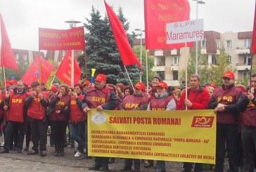 Aproximativ 300 de postasi au protestat la Prefectura Maramures
