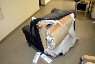 Zeci de mii de pachete de tigari de contrabanda ascunse in canapele