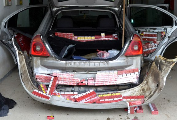 Cetateni ucraineni depistati cu peste 2.200 pachete de tigari ascunse in autoturism