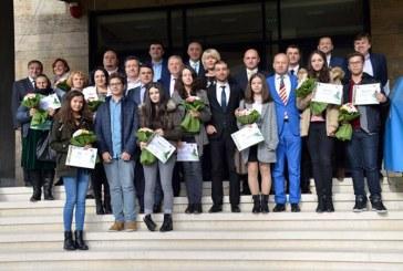 Gabriel Zetea: 14 elevi de 10 ai Maramuresului au fost recompensati cu un premiu de 1.500 de lei pentru rezultatele la Evaluarea Nationala sau Bacalaureat